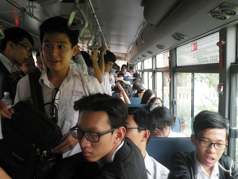 Học sinh TP.HCM đi xe buýt khám phá thành phố - ảnh 4
