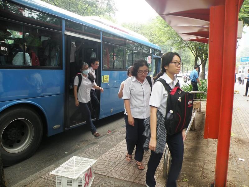 Học sinh TP.HCM đi xe buýt khám phá thành phố - ảnh 5