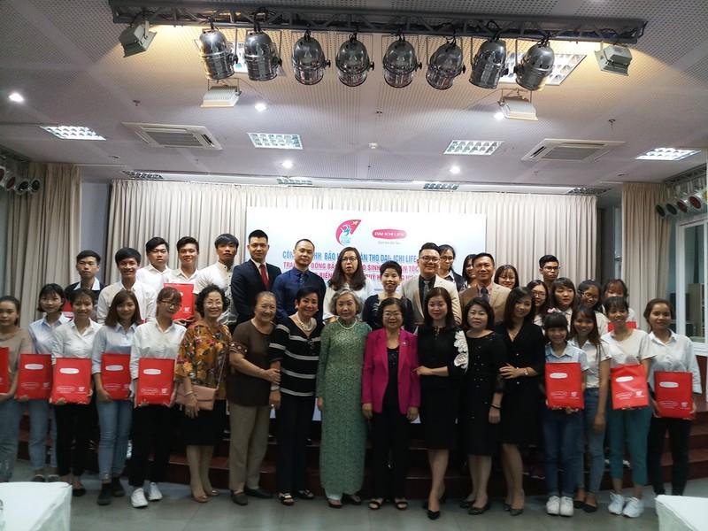 Trao 26 hợp đồng bảo hiểm cho sinh viên quỹ Vừ A Dính - ảnh 4
