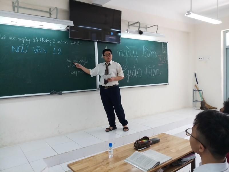 Học sinh hào hứng với 'Một ngày làm giáo viên' - ảnh 1
