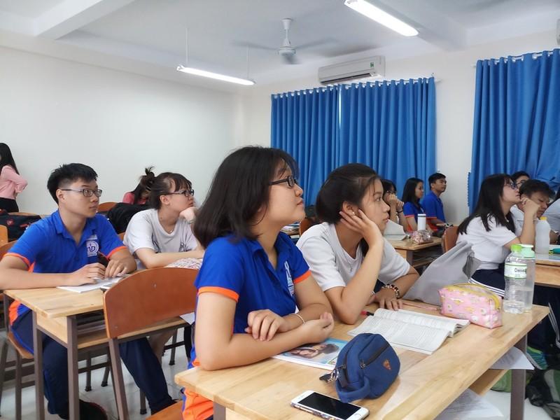 Học sinh hào hứng với 'Một ngày làm giáo viên' - ảnh 4