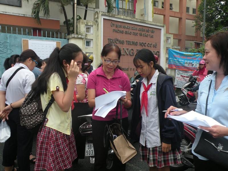 Cha mẹ, thầy cô đồng hành cùng các thí sinh - ảnh 3