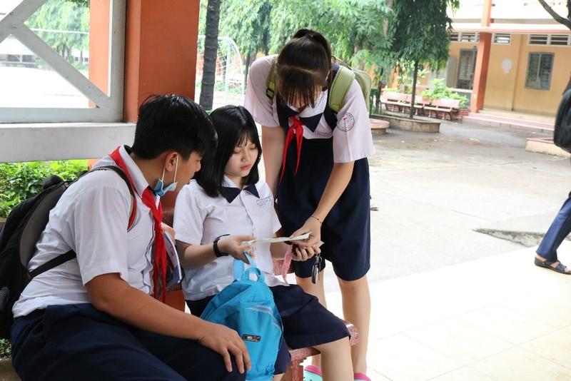 Đề thi tiếng Anh 10: Học sinh than khó - ảnh 6