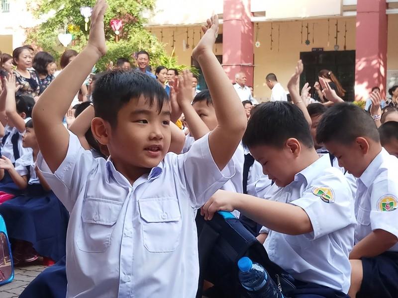 Các trường chưa được tạm thu đầu năm học mới - ảnh 1