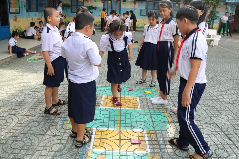 Đã vời được 'đối thủ' đánh bật game điện tử khỏi trường học - ảnh 7