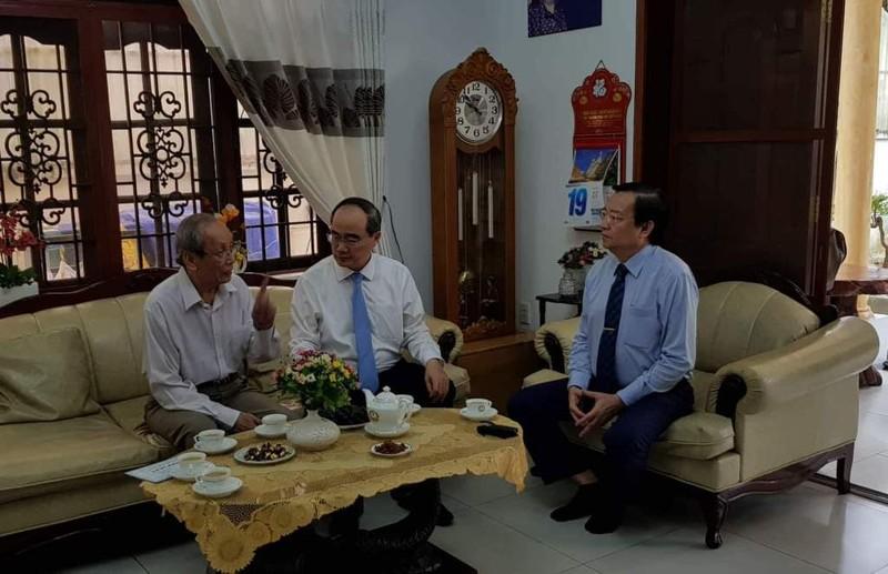 Bí thư Thành ủy Nguyễn Thiện Nhân thăm các nhà giáo tiêu biểu - ảnh 1