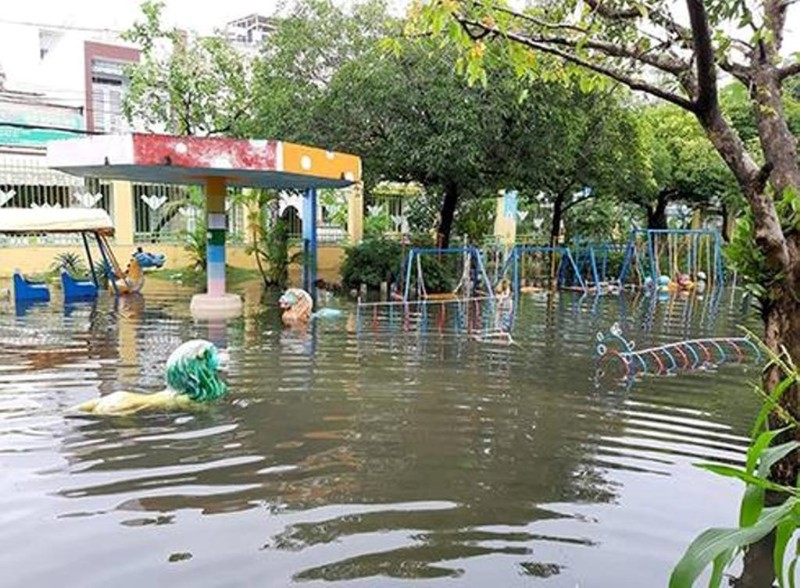 Nước chưa kịp rút, hơn 400 trẻ mầm non lại nghỉ học ngày mai - ảnh 1