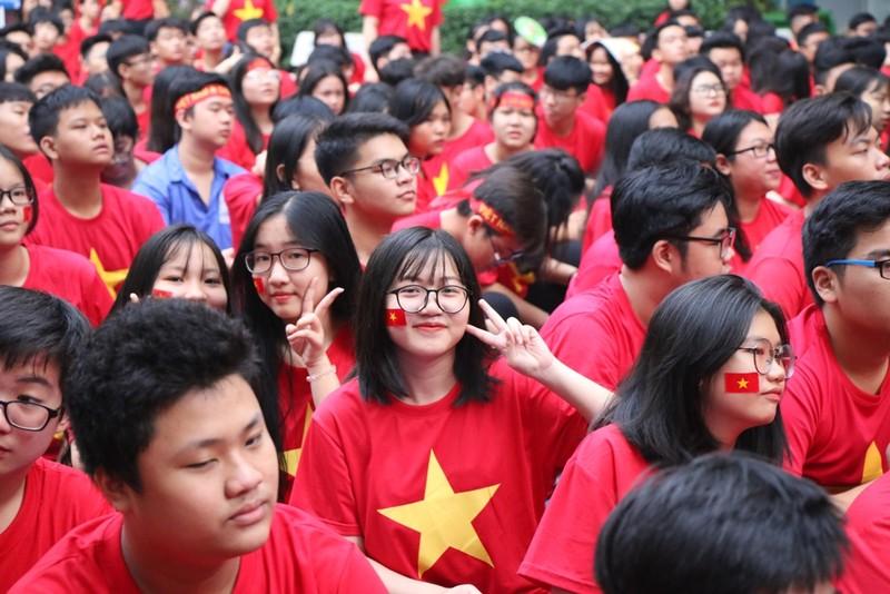 Sân trường ngập sắc đỏ cổ vũ tuyển Việt Nam - ảnh 2
