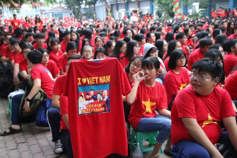Sân trường ngập sắc đỏ cổ vũ tuyển Việt Nam - ảnh 3