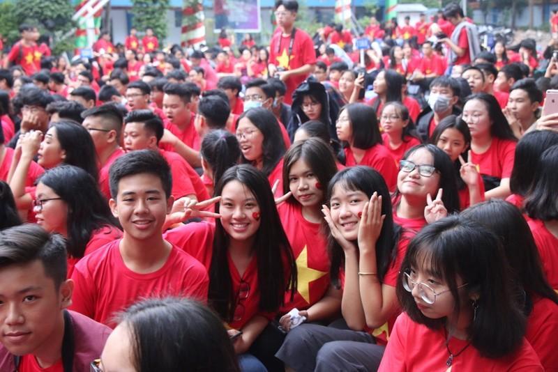 Sân trường ngập sắc đỏ cổ vũ tuyển Việt Nam - ảnh 5