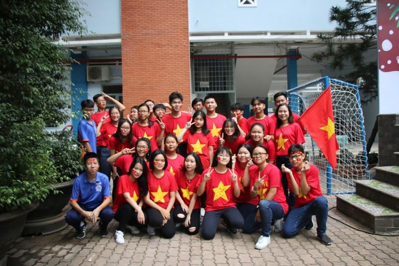 Sân trường ngập sắc đỏ cổ vũ tuyển Việt Nam - ảnh 6