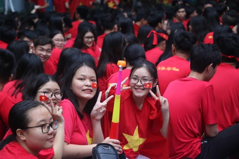 Sân trường ngập sắc đỏ cổ vũ tuyển Việt Nam - ảnh 7