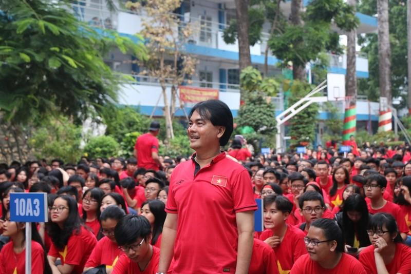 Sân trường ngập sắc đỏ cổ vũ tuyển Việt Nam - ảnh 8
