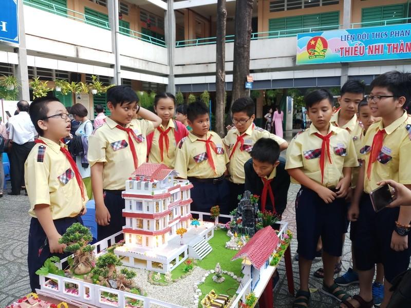 Học sinh tự thiết kế mô hình biệt thự đẹp như mơ  - ảnh 1