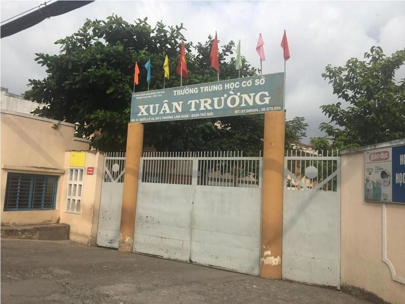 TP.HCM: Một nam sinh bị đánh hội đồng trong sân trường - ảnh 1