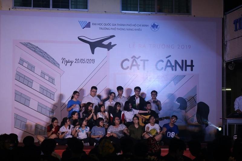 Học sinh trường PTNK 'cất cánh' trong lễ trưởng thành - ảnh 2