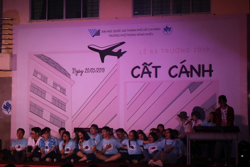 Học sinh trường PTNK 'cất cánh' trong lễ trưởng thành - ảnh 1