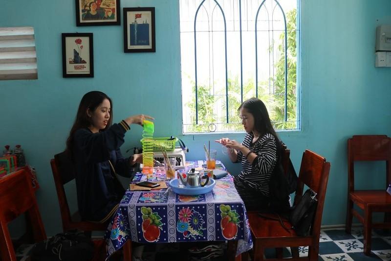 Đến quán 'Mưa rào' Sài Gòn viết thư tay gửi người thân - ảnh 5