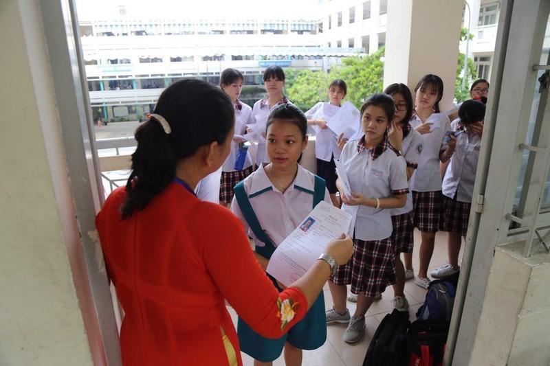 TP.HCM, Hà Nội: Hơn 165.000 HS bắt đầu cuộc đua vào lớp 10 - ảnh 15