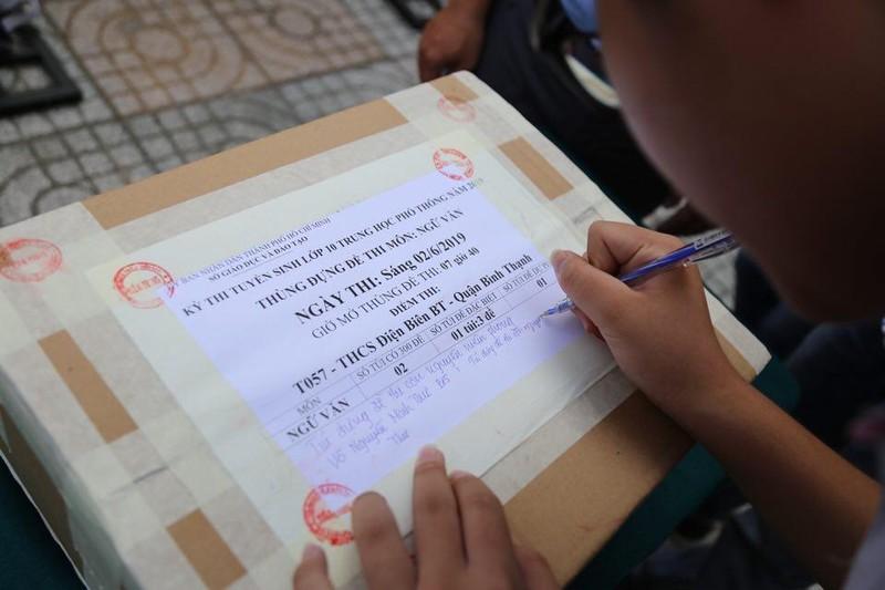 TP.HCM, Hà Nội: Hơn 165.000 HS bắt đầu cuộc đua vào lớp 10 - ảnh 11