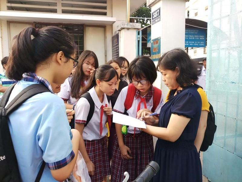 TP.HCM, Hà Nội: Hơn 165.000 HS bắt đầu cuộc đua vào lớp 10 - ảnh 1