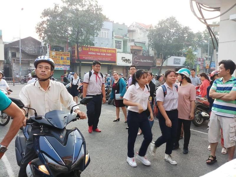 TP.HCM, Hà Nội: Hơn 165.000 HS bắt đầu cuộc đua vào lớp 10 - ảnh 2