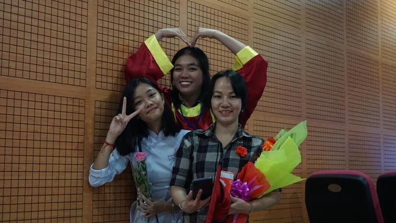 Xúc động lễ tri ân của học sinh trường Trần Hữu Trang          - ảnh 11