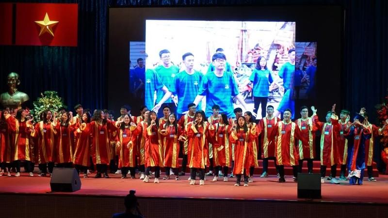 Xúc động lễ tri ân của học sinh trường Trần Hữu Trang          - ảnh 7