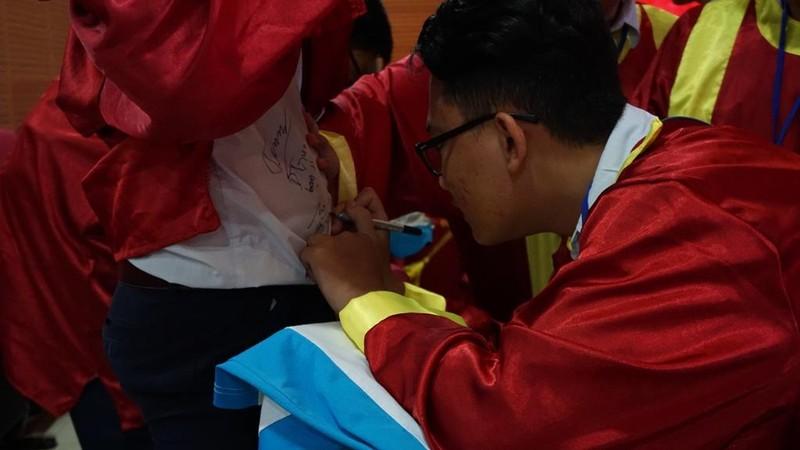 Xúc động lễ tri ân của học sinh trường Trần Hữu Trang          - ảnh 8