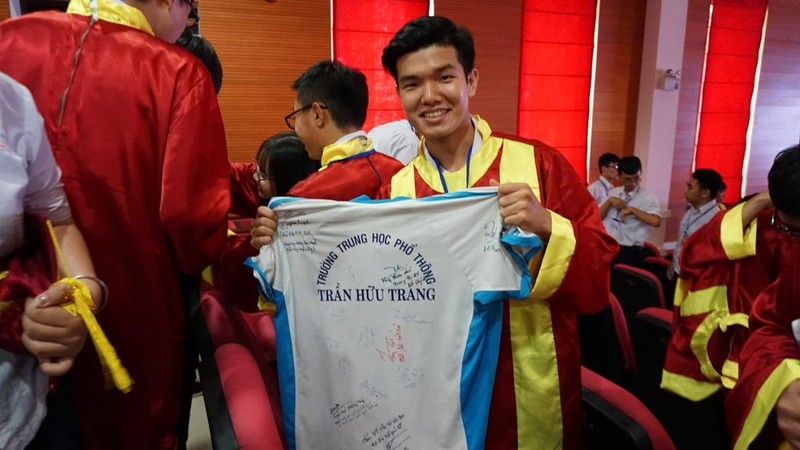 Xúc động lễ tri ân của học sinh trường Trần Hữu Trang          - ảnh 10