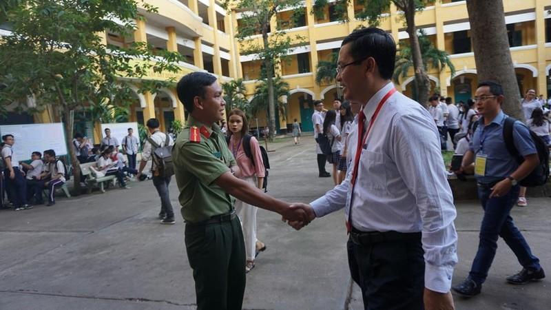 Thứ trưởng Nguyễn Văn Phúc chúc sĩ tử TP. HCM thi tốt - ảnh 3