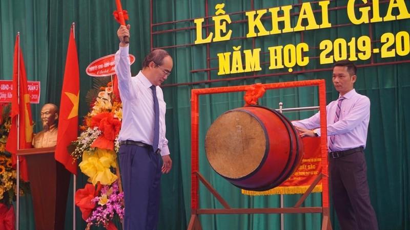 Phó Thủ tướng dự lễ khai giảng tại Trường Tiểu học Lê Văn Tám  - ảnh 5