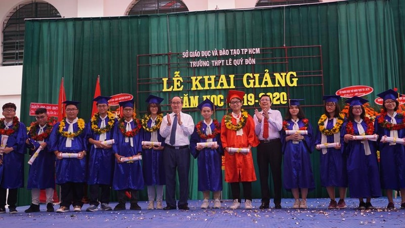 Phó Thủ tướng dự lễ khai giảng tại Trường Tiểu học Lê Văn Tám  - ảnh 4