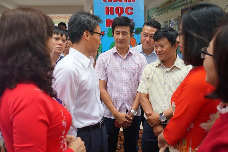 Phó Thủ tướng dự lễ khai giảng tại Trường Tiểu học Lê Văn Tám  - ảnh 2