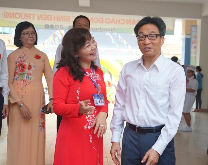 Phó Thủ tướng dự lễ khai giảng tại Trường Tiểu học Lê Văn Tám  - ảnh 1