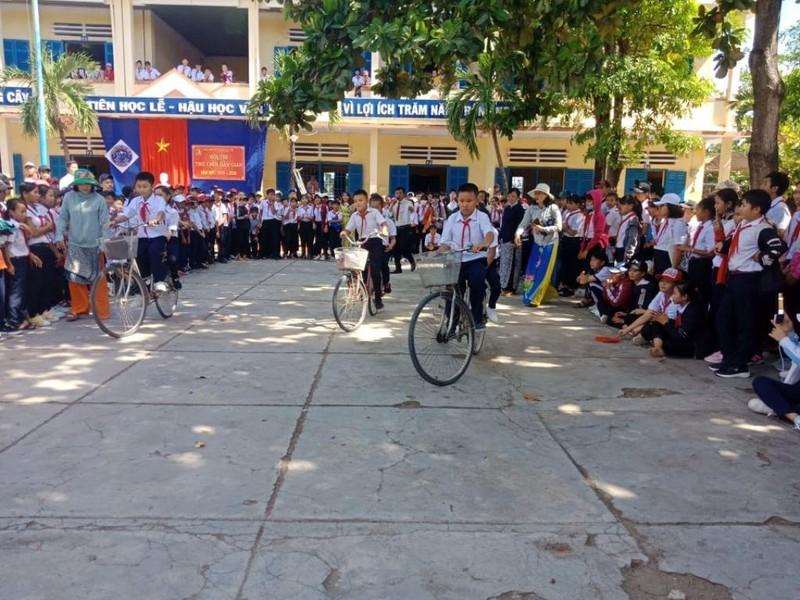 Kéo co, nhảy bao bố, đua xe đạp, khai giảng vui không thể tả! - ảnh 1