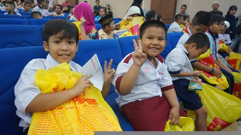 Phó thủ tướng tặng 500 suất học bổng cho học sinh dân tộc Chăm - ảnh 3