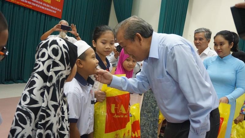 Phó thủ tướng tặng 500 suất học bổng cho học sinh dân tộc Chăm - ảnh 2