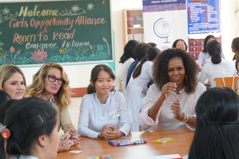 Bà Michelle Obama đến thăm trường cấp 3 ở Long An - ảnh 3