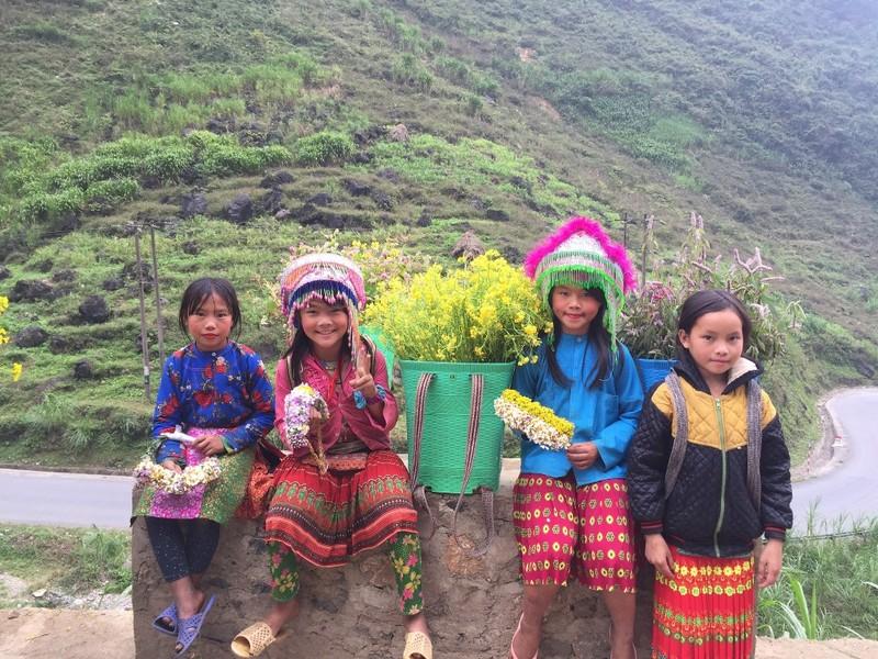 Ngắm nụ cười trong veo của những đứa trẻ vùng cao Hà Giang - ảnh 2