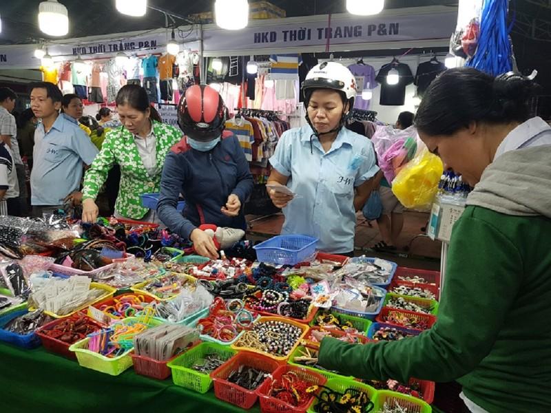TP.HCM: Hàng ngàn công nhân tham gia phiên chợ nghĩa tình  - ảnh 1