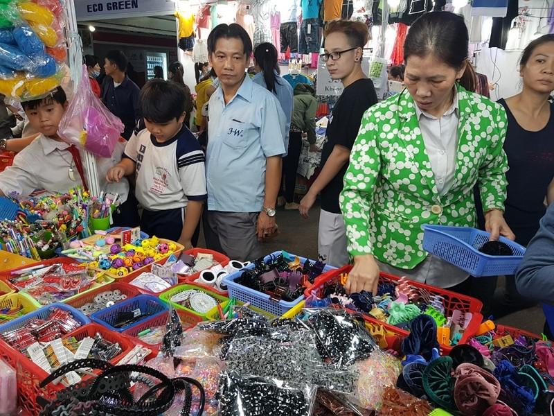 TP.HCM: Hàng ngàn công nhân tham gia phiên chợ nghĩa tình  - ảnh 2