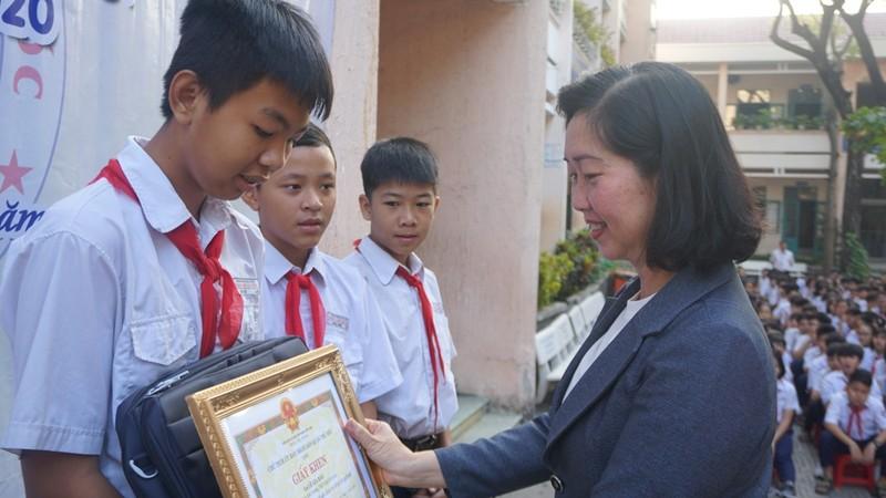 Nhóm học sinh nhặt được hơn 20 triệu đồng trả lại người mất - ảnh 1