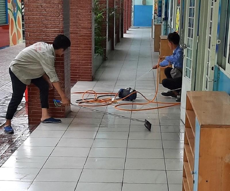 Trường tổng vệ sinh, phun thuốc sát khuẩn phòng virus Corona - ảnh 5