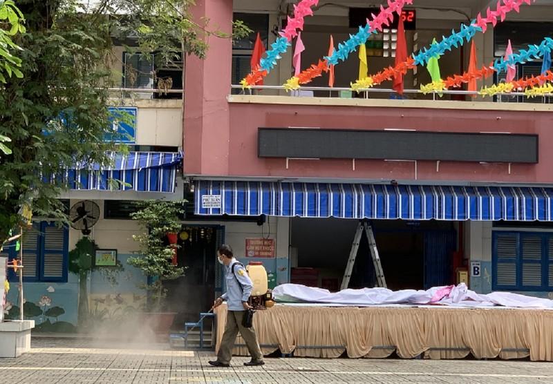 TP.HCM: Trường tư cho HS nghỉ thêm 1 tuần tránh virus Corona - ảnh 1