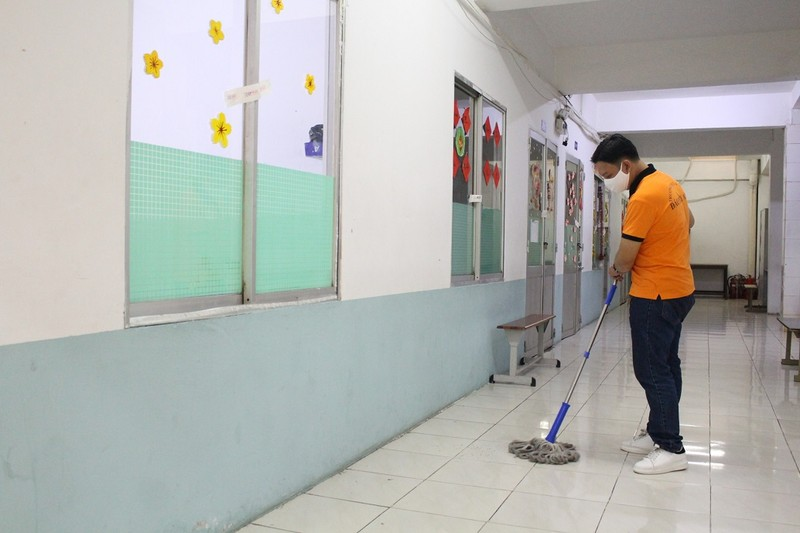Trường học dọn vệ sinh sẵn sàng đón học sinh trở lại - ảnh 1