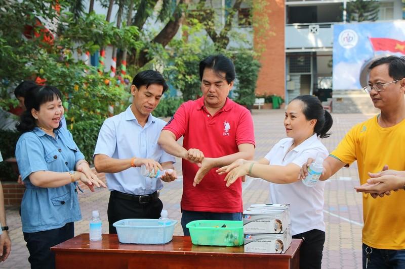 Trường học dọn vệ sinh sẵn sàng đón học sinh trở lại - ảnh 8