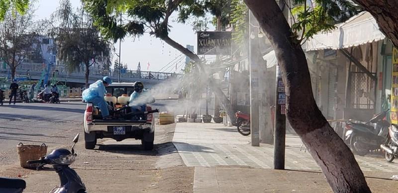 1 tấn thuốc sát khuẩn được phun tại TP Phan Thiết - ảnh 6