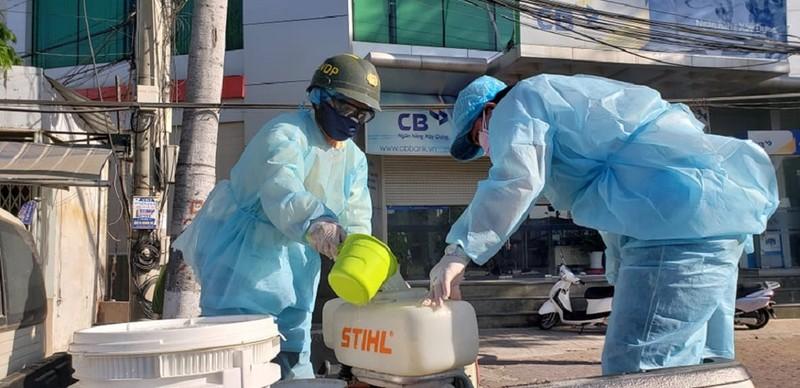 1 tấn thuốc sát khuẩn được phun tại TP Phan Thiết - ảnh 1