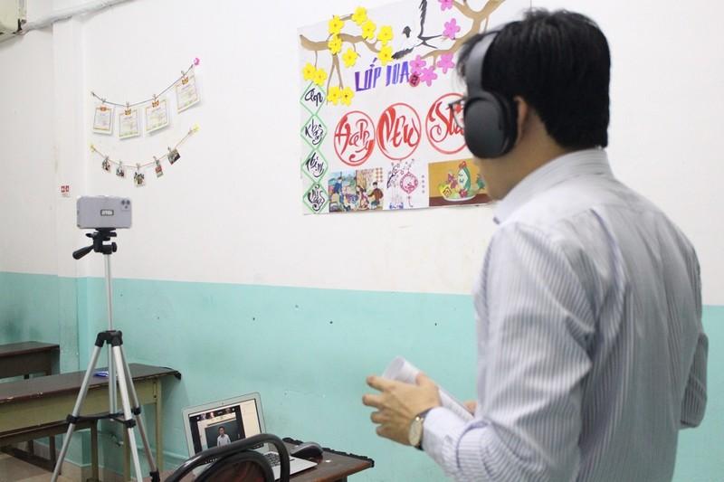 Giáo viên hoảng khi clip 'nóng' xuất hiện trong giờ học online - ảnh 1